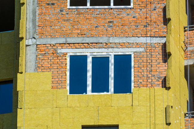 Nemcsak a megfelelő építőanyagokra, hanem a szigetelésre is érdemes időt fordítani