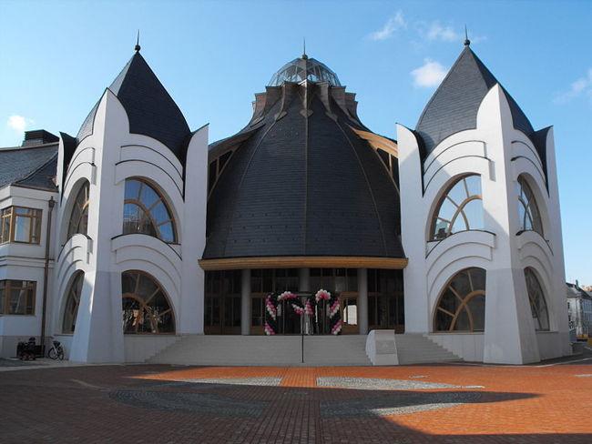 Templomain kívül népszerű tervezése még a makói Hagymatikum