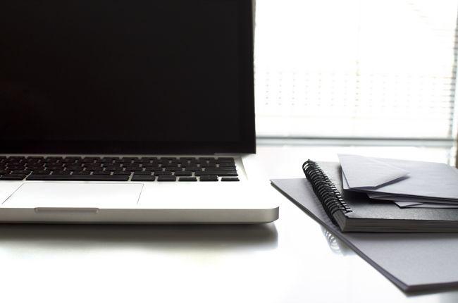 Az íróasztal elhelyezkedésére mindenképpen érdemes odafigyelni