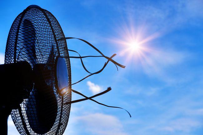 A ventilátor elé helyezett jég hűvösebb levegőt eredményez