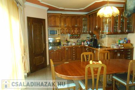Eladó  családi ház Budapest XV. ker, 159.900.000 Ft, 422 négyzetméter