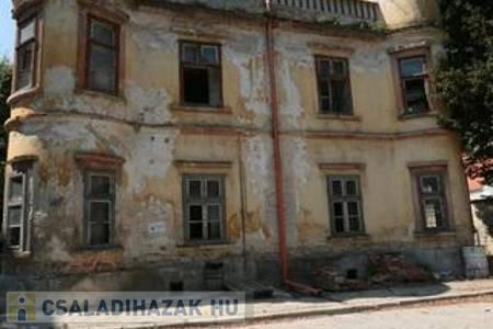 Eladó  családi ház Veszprém, 190.000.000 Ft, 825 négyzetméter