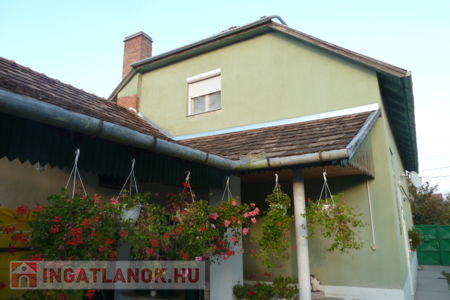 Eladó  ház Szeged, Szőreg, 48.900.000 Ft, 250 négyzetméter