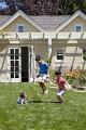 Kinek kellenek többgenerációs házak és nagy melléképületek?