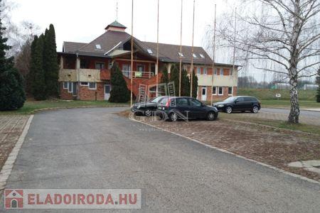 Eladó  iroda/üzlethelyiség Kaposvár, 265.000.000 Ft, 1.479 négyzetméter