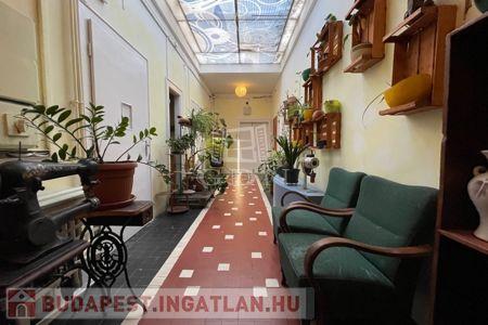 Eladó  lakás Budapest XXI. kerület, 149.900.000 Ft, 425 négyzetméter