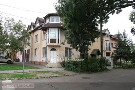 Eladó  lakás Eger, 50.400.000 Ft, 311 négyzetméter