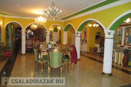 Eladó  családi ház Tatabánya, Dózsakert, 65.000.000 Ft, 310 négyzetméter