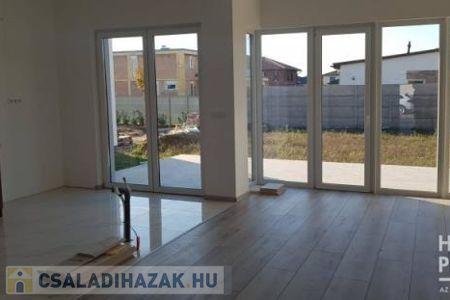 Eladó  családi ház Szeged, 82.900.000 Ft, 139 négyzetméter