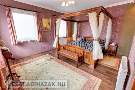 Eladó  családi ház Budapest XV. ker, Pestújhely, 176.900.000 Ft, 371 négyzetméter